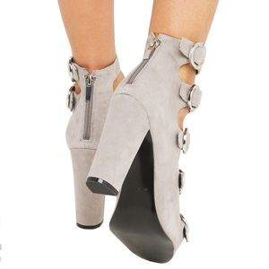 Kendall & Kylie Shoes - Gray Sexy Buckled Up Chunky Heel Platform Sandal